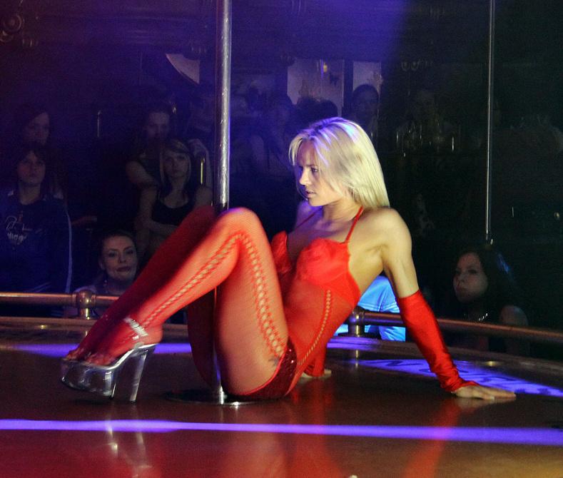 Где найти хороший стриптиз-клуб в Волгограде?