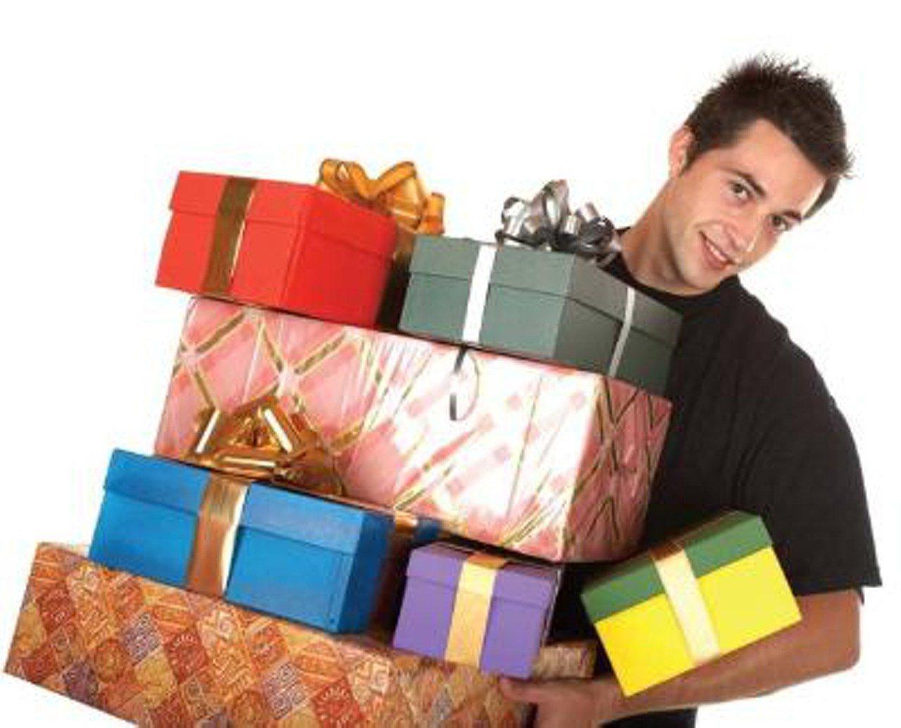 Какие мужчины дарят подарки женщинам 8