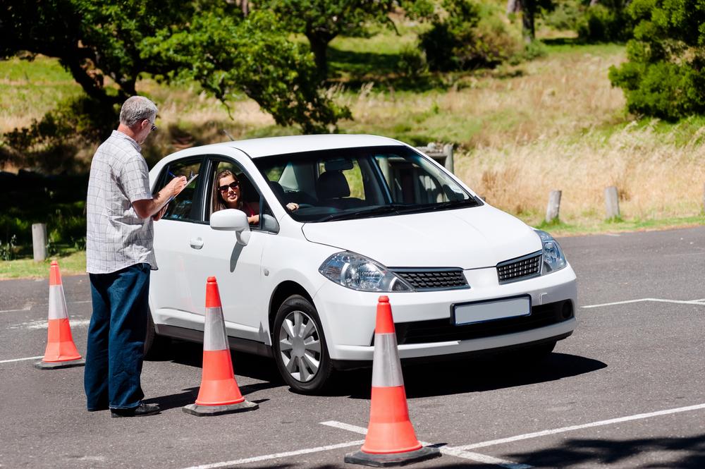 Где учиться водить машину в Симферополе?