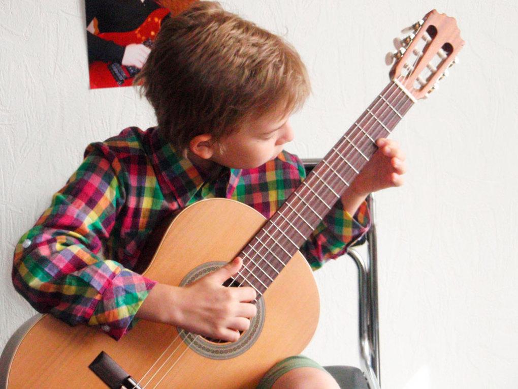 Где пройти обчучение игре на гитаре в Краснодаре? Курсы игры на гитаре в Краснодаре